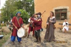 mariage feodal chateau aiguilles (5)